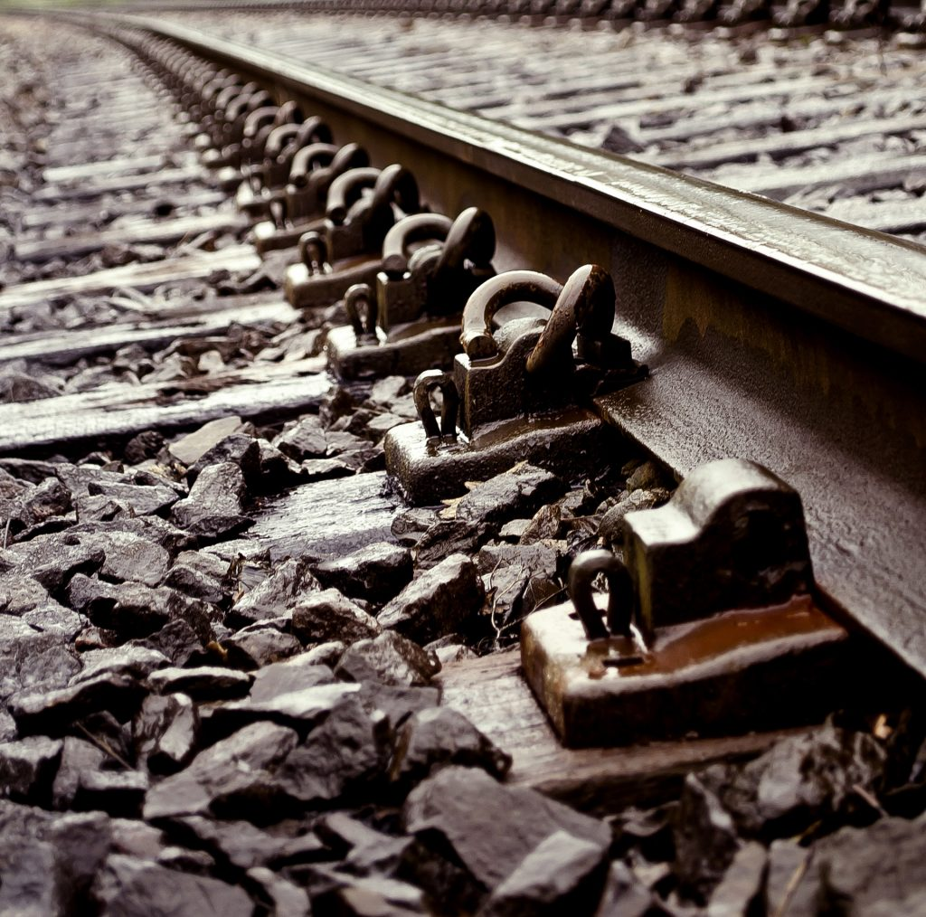 railroad-tracks-1334401974bzp