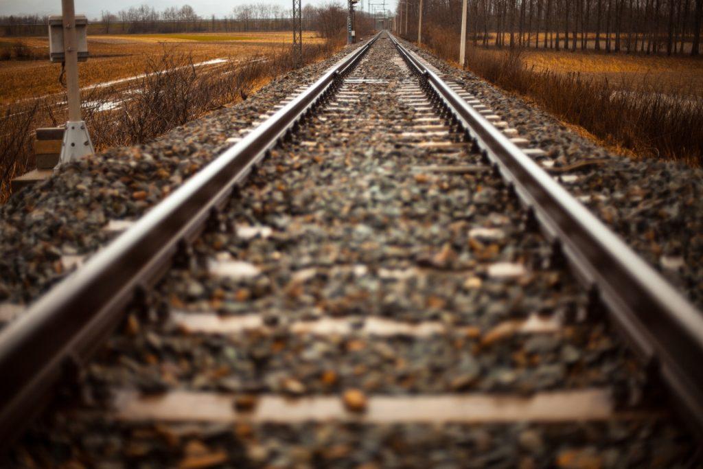 train-tracks-into-distance-1493549808zZf