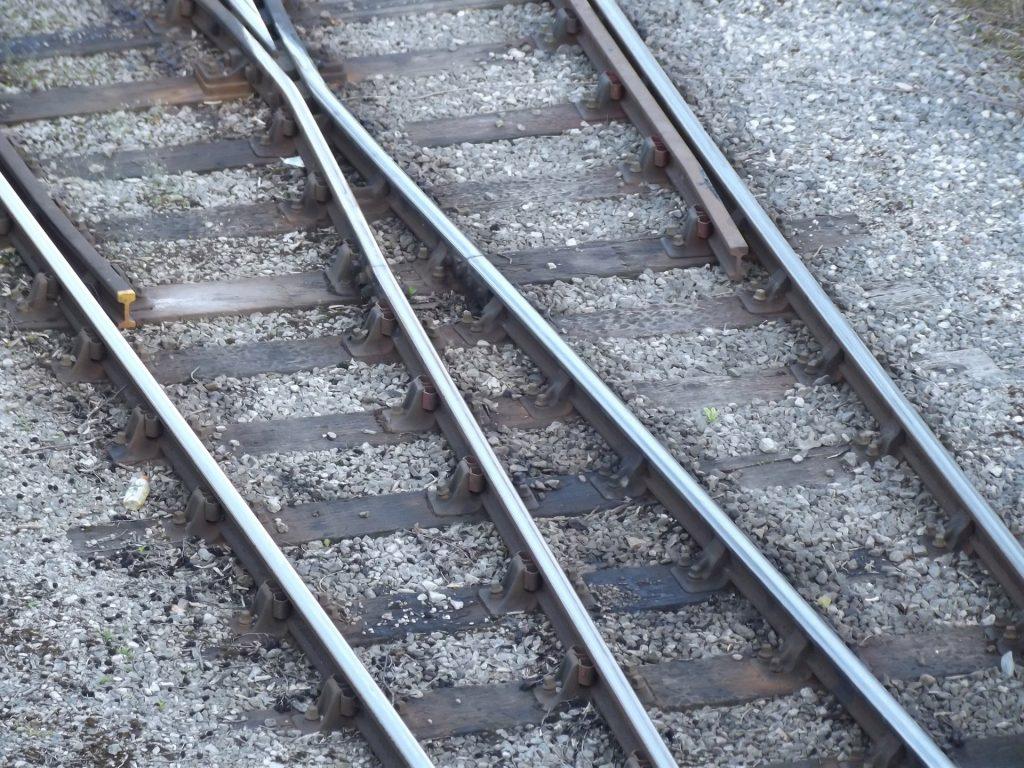 train-tracks-1336907135Zow